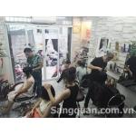 Cần sang nhượng gấp salon tóc máy lạnh nam/ quận 10