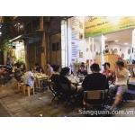 Sang quán nhậu đang hoạt động bình thường mặt đường Võ Văn Kiệt