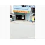 Sang quán ăn đang bán bún riêu buổi sáng quận Bình Tân